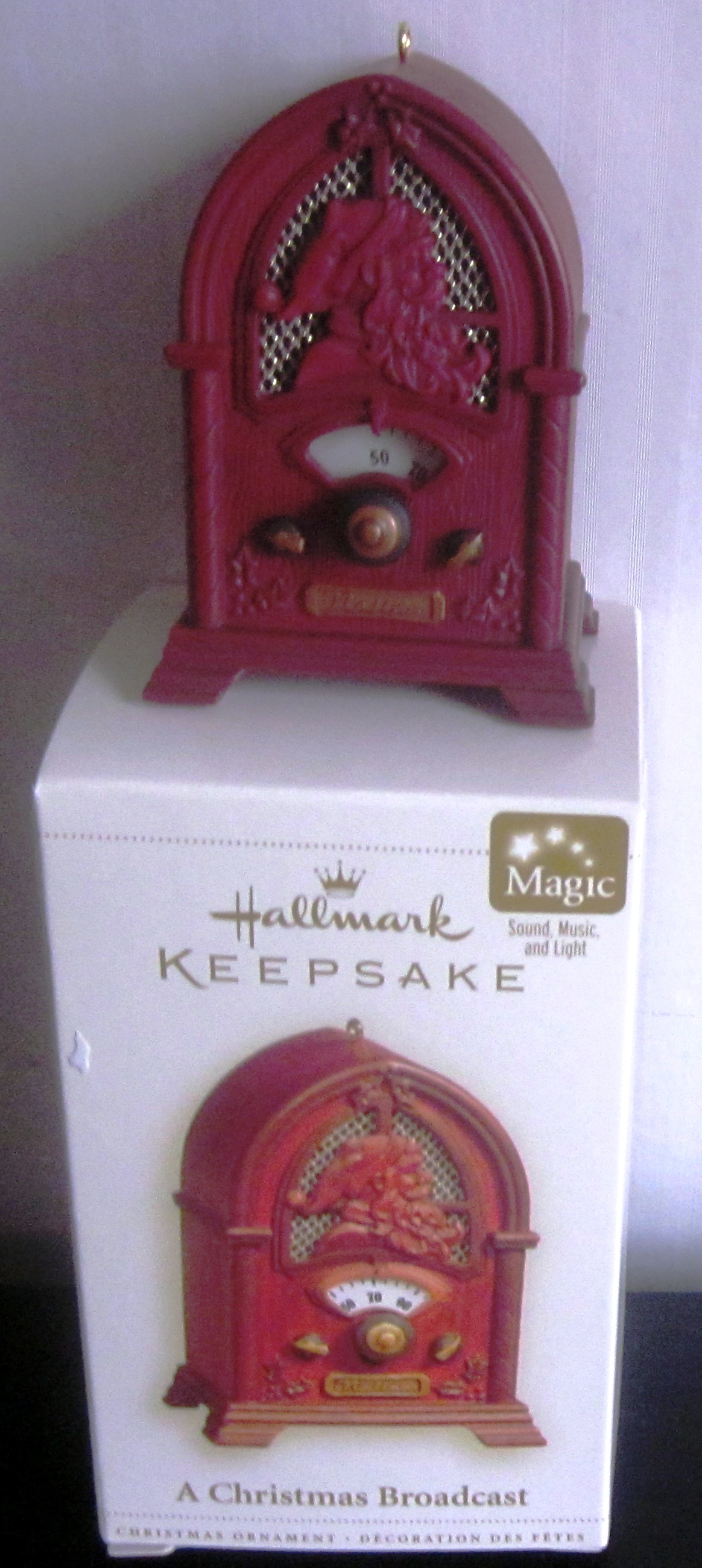 Hallmark Keepsake Magic Ornament A Christmas Broadcast QLX7596