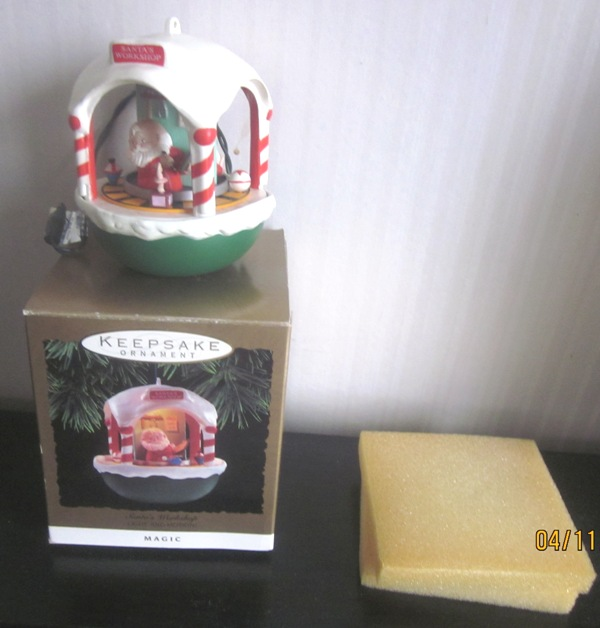Hallmark keepsake Magic Ornament Santa's Workshop 1993