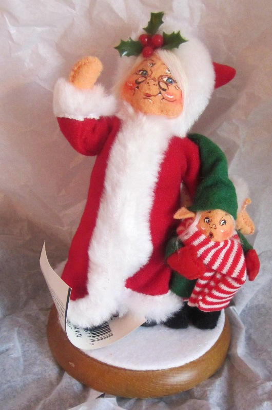 "Annalee 2002 5"" Mrs Santa with 3"" Elf Wood Base 451102"